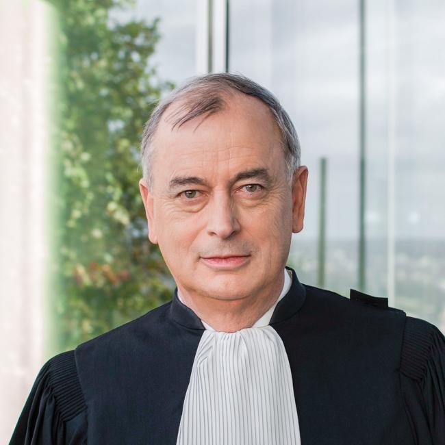 «Si l'avocat en entreprise permet l'élévation du domaine du droit dans l'entreprise, je le comprends», M. Guichard